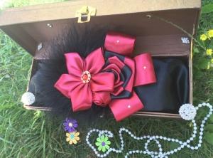 SELY228 - 40.000 (hiasan bunga bulu warna merah maroon mix hitam, bisa dijadikan jepit, bandana, bando. Ukuran bisa disesuaikan. Bisa dibuat couple mom and baby)